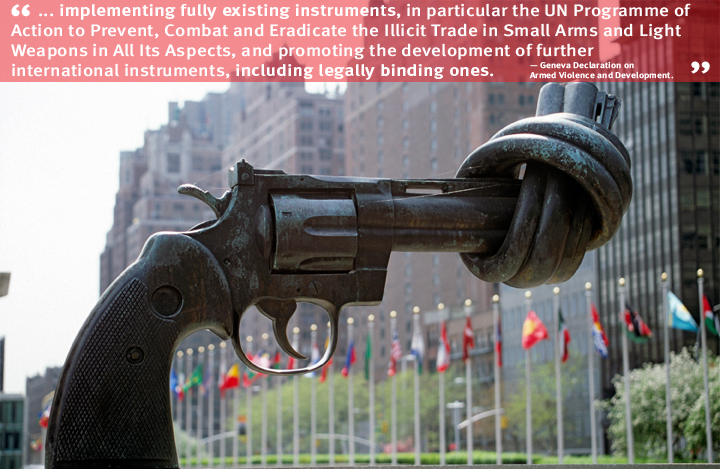 USA: The bronze Knotted Gun Sculpture, by Swedish artist Carl Fredrik Reuterswärd, outside the United Nations headquarters in New York. Photo: UN Photo